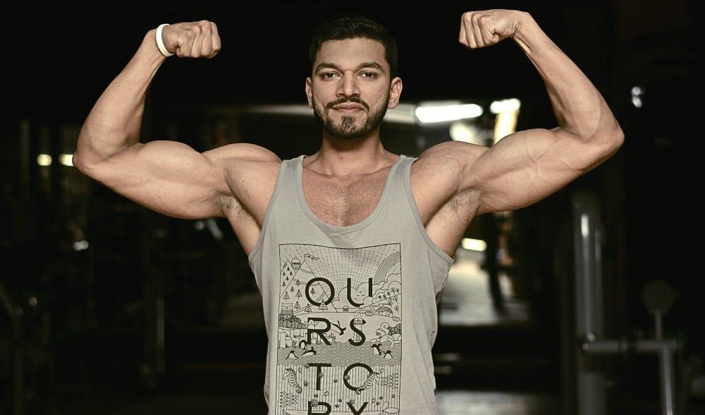 Man flexing his biceps for the optimal bicep volume