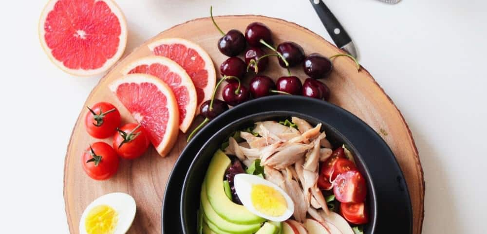 Bowl with chicken for perfect diet to build muscle