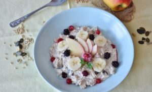 Oatmeal with fruits and seeds