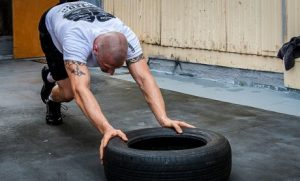 Man doing intense HIT training for proper muscle growth