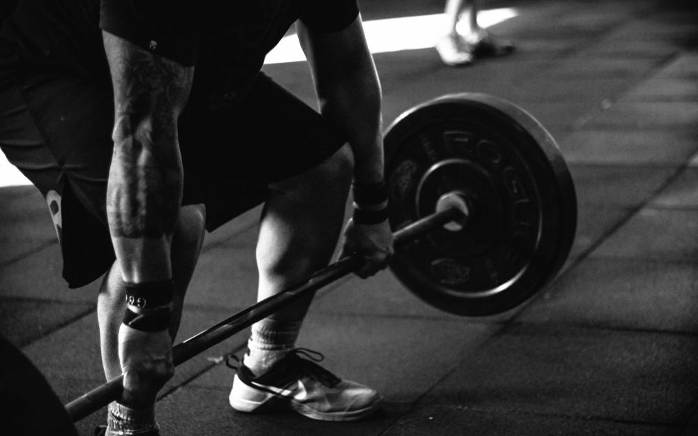 Man using barbell for the Optimal Training Duration