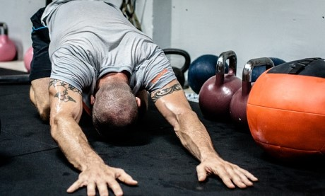 Man doing Full-Body Workout Plan to maximise his gains